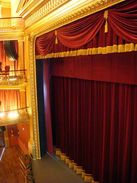 Samts skatuvei, bordo. 100% kokvilna. Bl.350g/m². Pl.150cm. Ugunsdrošība: DIN 4102/B1. Bezmaksas piegāde