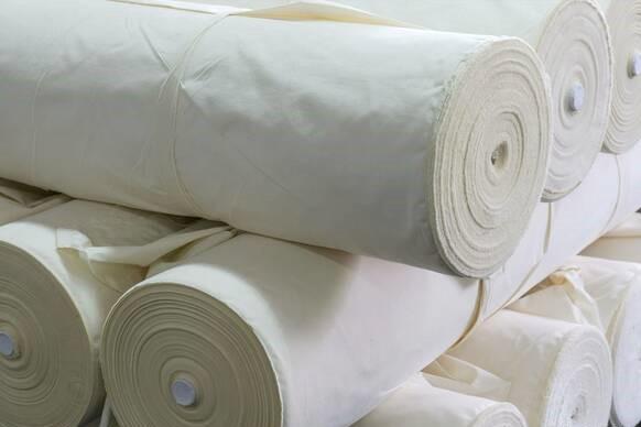 Kokvilnas audums, bl.140 g/m², pl.165cm, nebalināts. Cena ar PVN par rulli- 100m