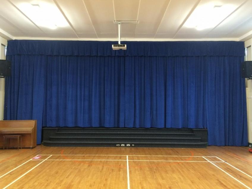 Samts skatuvei, zils. 100%  kokvilna. Blīvums 350g/m². Platums 150cm. Ugunsdrošība: DIN 4102/B1